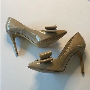Cathy Jean Nude Large Bow Pointed Toe Heels